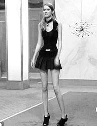 美国少女腰围45厘米 十根手指就能箍住