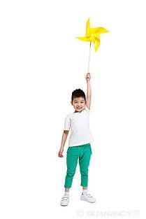 拿风车的小男孩