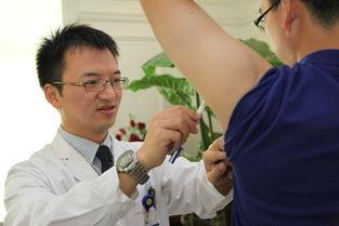撸一管-李宇飞博士介绍说,我们医院在八年前,推行一种微创去腋臭法,即用...