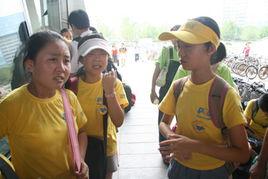 三个小姐妹不肯分离一起哭-北京新东方泡泡少儿英语营的聚散离合