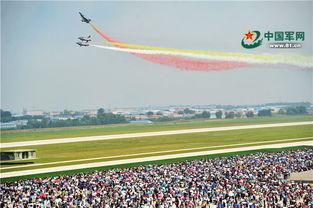 ...际,组织庄严的阅兵式和飞行、跳伞表演等,用