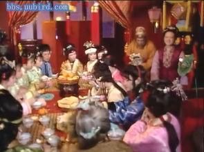 乎就是红楼十二官吧,看看贾母右边坐的都是她最喜欢的晚辈,史湘云...