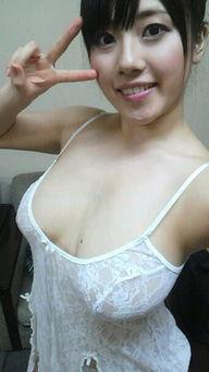 们认为在日本,长泽梓比任何女优都更富有表现力,她绝不输于任何人...