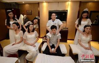 ...到长沙一足浴店学习理疗按摩,用这种方式倡导健康的养身方式.-...