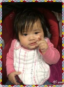 12月14日19点59分,女星阿雅通... 照片中,小Ava将大拇指放在嘴里...