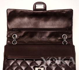 3:特别尺寸的口红袋-永不褪色的时尚经典 Chanel 2.55手袋
