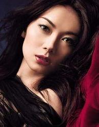 栗山千明--烟熏妆的复古FEEL迷幻... 安室奈美惠--烟熏妆让一个回眸勾...