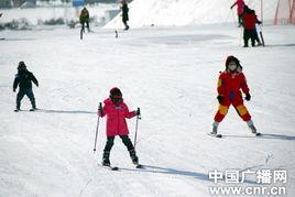 雪板,准备踏入这片冰雪的世界.