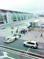 南航莫名取消航班 40多名乘客愤怒拦机