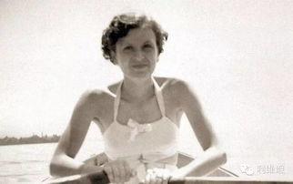 已经知道,这个女人喜欢爵士乐,... 旅游和运动,还有奥斯卡・王尔德...