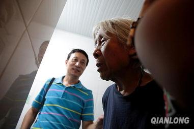 ...日,王丽仙查看宾馆的卫生间,这儿比几天前她住的厕所要好得多了...