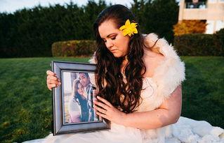 ...个月因车祸不幸去世,劳伦在特里斯坦去世一年后举行了她们未完成...
