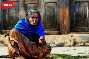 4、搭便车的老妇人   传说,深夜里,一个年轻的女人走出商场,回到...