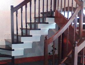在PS中将螺旋楼梯图片与眼睛图片合成