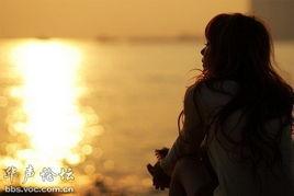看你转身离去的背影 眼泪强压在心底-每个人心里都住着一个人,或...