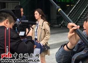 《爱我你敢吗》路透照3-什么情况 网友深夜偶遇王晓晨韩庚街头热聊