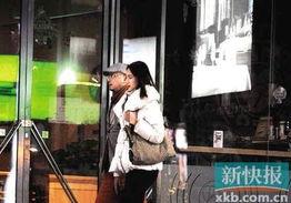 金羊网-新快报11月22日报道 日前徐峥被拍到在老婆陶虹带女儿外出的...