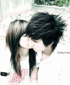 非主流情侣接吻图片 甜蜜暧昧的吻
