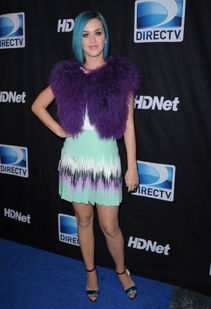 姐也色王梦溪-Katy PerryKaty Perry水果姐最喜欢把自己穿成调色盘,紫色皮草马甲搭...