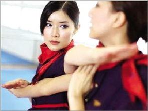 女孩学咏春拳香港空姐-女孩学咏春拳