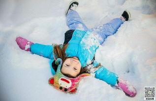 雪地上快乐开心女孩唯美图片
