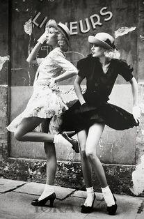 ...韩国妹子都被短丝袜和高跟鞋下了降头