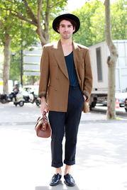 ...领衔巴黎男装周街拍 花样 搭配很惊艳