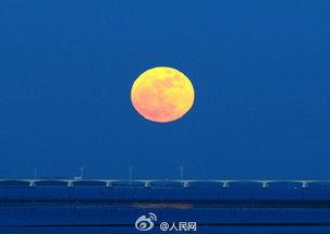 最起源-...幕出现.(图片来源:人民网微博)-超级月亮 亮相夜空 多地共赏美景