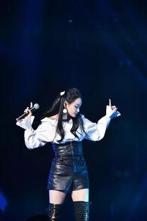少城的唱作才女陈明憙,去年十月... 两项大奖.   当晚,她连唱《囚鸟...