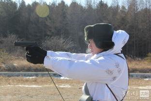 边防军人射击训练-解放军狙击手完美藏身雪中