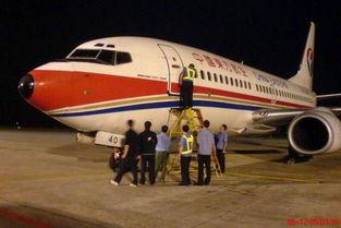 ...夜抢修飞机保证航班正点