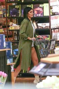 凯莉 詹娜露臀逛超市 衣衫邋遢面容憔悴似大婶