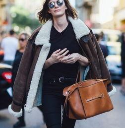有房色一级片吗-大衣是秋冬季最为百搭的单品,而焦糖色这一抹极具高级感的色彩添加...
