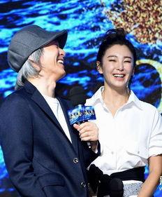 图说:周星驰和张雨绮在《美人鱼》记者   -明年科幻片扎堆 业内并不...