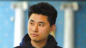 桥诘圣喝尿照片-生被忘拘留室 喝尿求生获赔410万... <IMG> 美国籍华裔大学生丹尼尔・...
