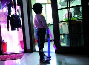 4岁女童幼儿园被老师叫男生脱裤拿毛刷下体 调监控竟是盲区