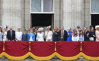 这张图片里没了超会凹表情的乔治王子,小编觉得心里空落落的.-英...