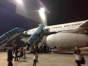 图:南航CZ3739航班遭鸟击备降广州.(图片由机上乘客提供)-南航...