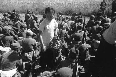 ...:英勇不屈 笑赴刑场-战争中的女人们