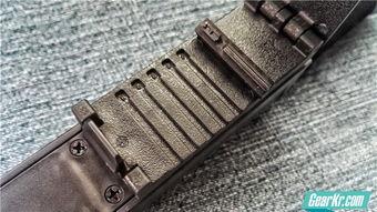 断獠-棍套内部设计了一个调节卡榫装置,可以根据不同宽度的腰带进行调节...