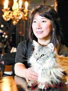 年曾以大胆描写性爱的小说《双重幻想》成为日本文坛三冠女王的村山...
