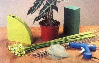 第一步   将永生叶材用热熔胶粘贴至藤条,并用剪刀修剪其所需形状   ...