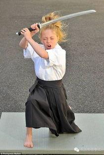 英国9岁女童武艺精湛 让评委目瞪口呆