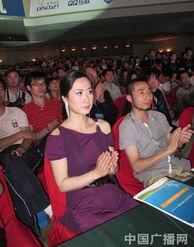 ...011中国互联网站长年会,紫色透视装遭众人围观.-芙蓉姐姐瘦身成...