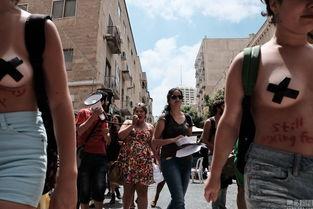 以色列现 荡妇游行 妇女半裸抗议性暴力