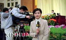 凤凰卫视主持人吴小莉在人民大会堂作现场报道