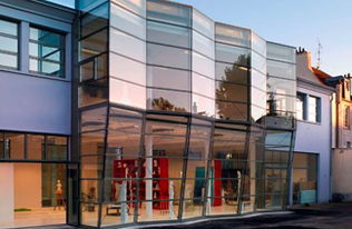 蓝带国际厨艺和酒店管理学院与凡尔赛美术学院哪个好