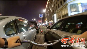 ...道图片 西安骑自行车的尴尬 吸着尾气和汽车抢道