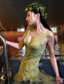 ...雨露滋润的性感美女湿透全身的透明性感巨乳高清写真图片 二 美女写...