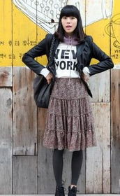 扣阴蒂15p-黑色西服、白色字母的T、碎花长裙,嗯,很潮很范儿,但是我想,身...